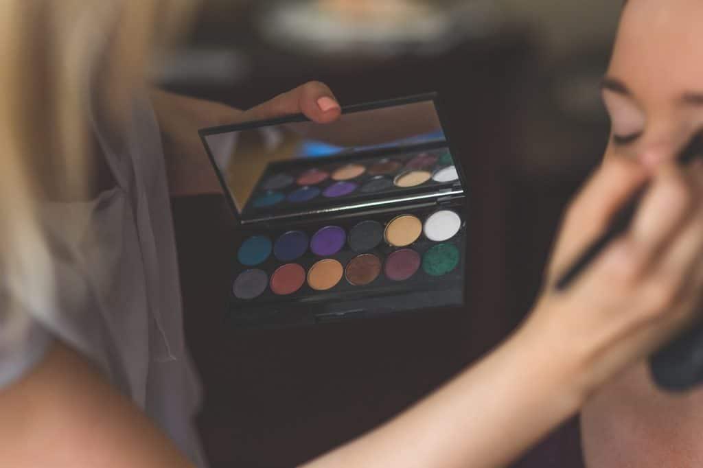 makeup 791303 1280 1024x682